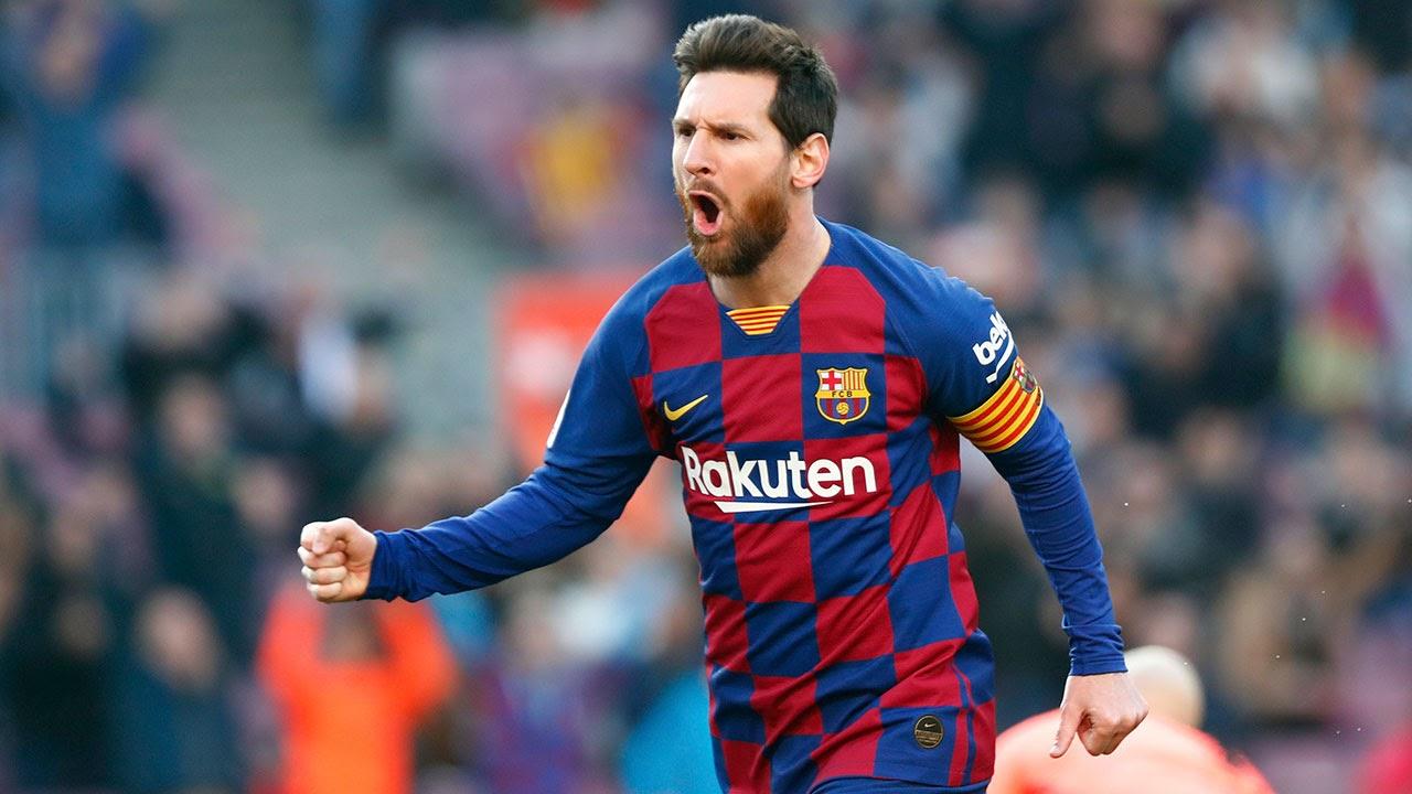 Cầu thủ bóng đá Lionel Messi ra mắt chính thức đội Barcelona năm 16 tuổi.